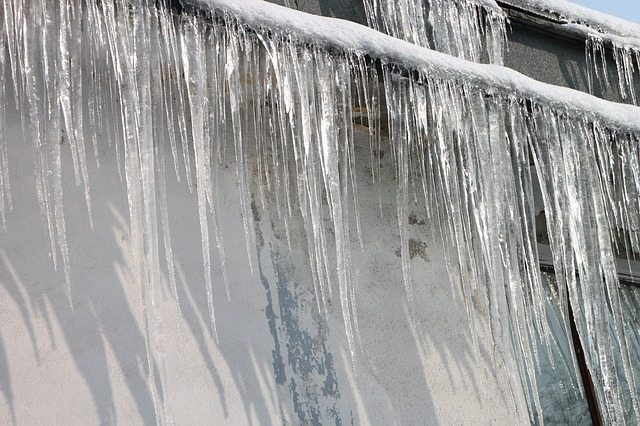 Ice dams on the roof: a problem you can prevent.
