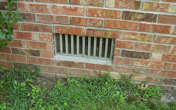 Should I close my crawl space vents in the winter?